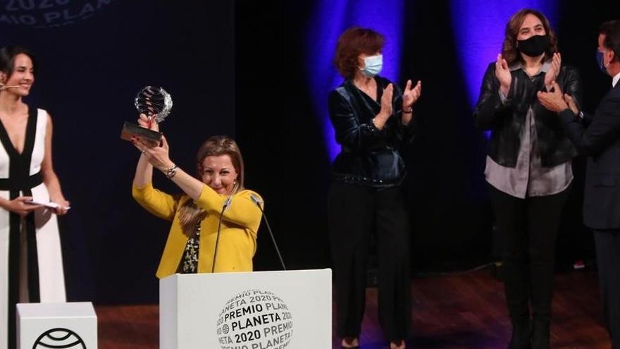 Eva García Sáenz de Urturi gana el Planeta con 'Aquitania'