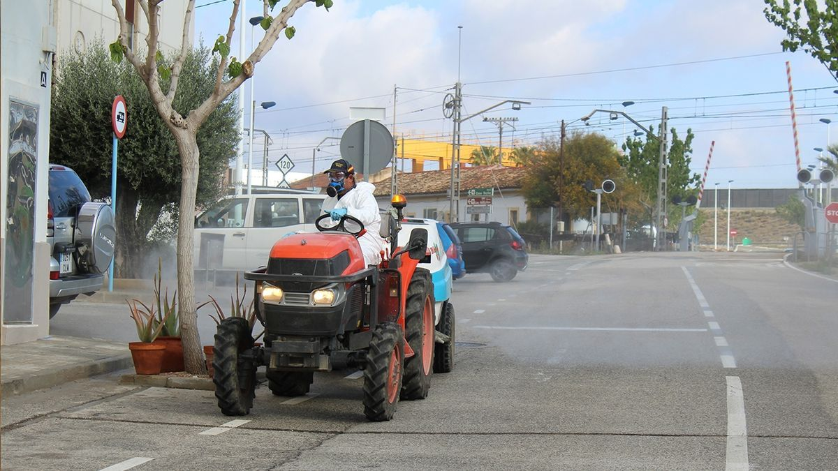 Novelda farmers spraying the streets to combat the coronavirus.