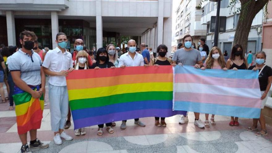 Más de 300 personas protestan en Petrer contra la homofobia