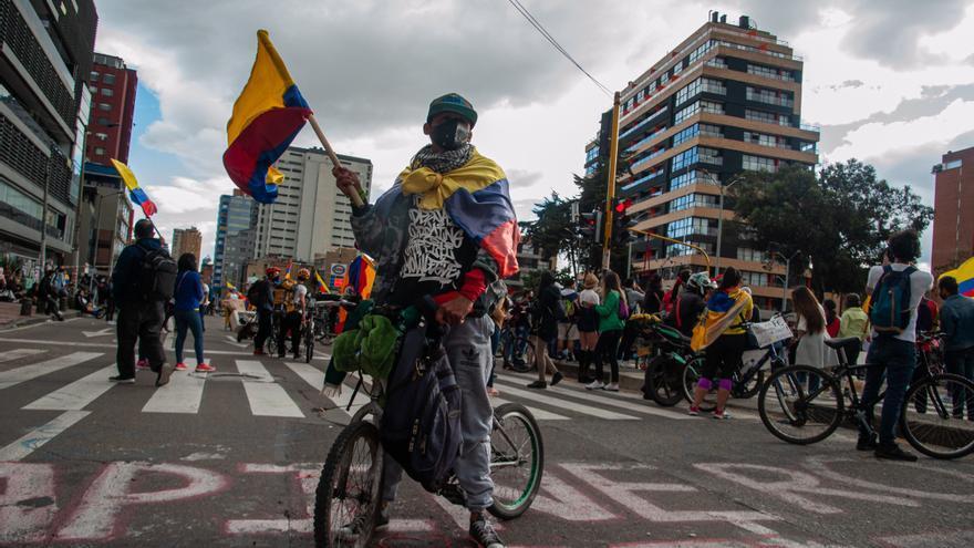 Dos policías detenidos por la muerte de un joven en las protestas colombianas