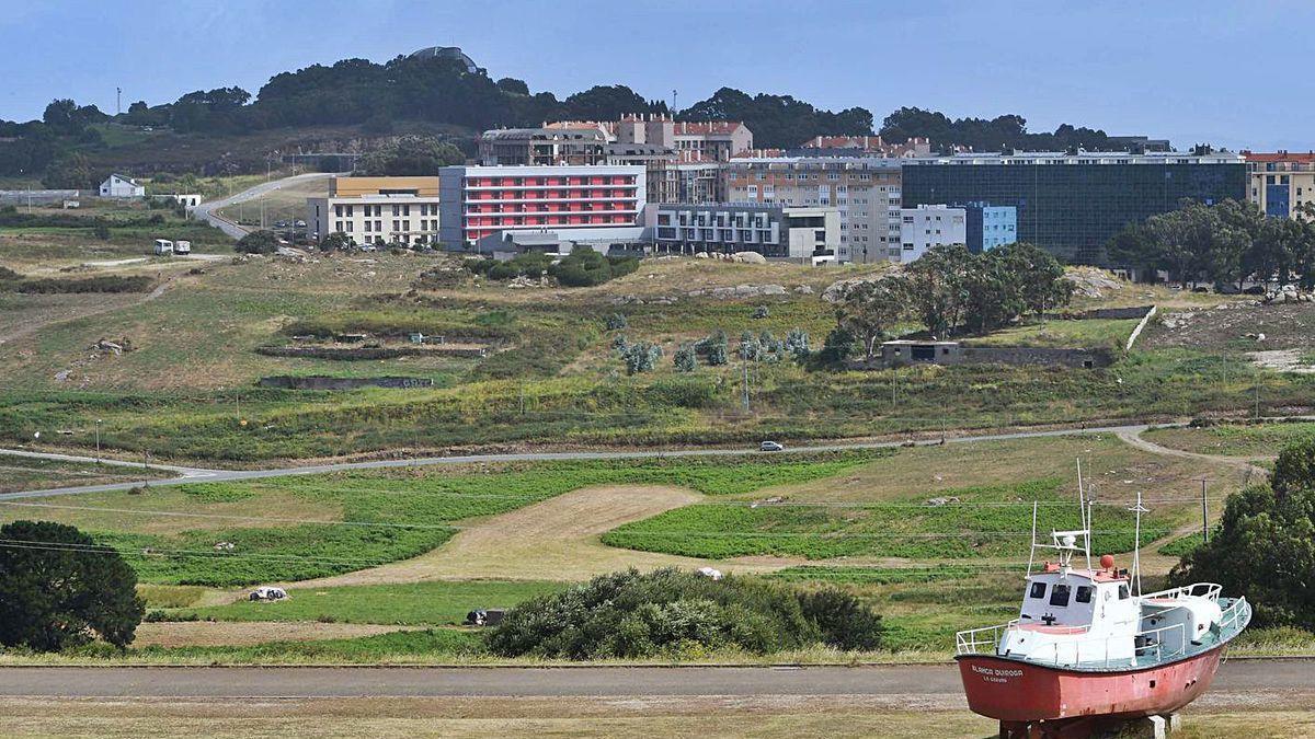Vista parcial de los terrenos sobre los que se prevé construir el polígono de O Portiño.