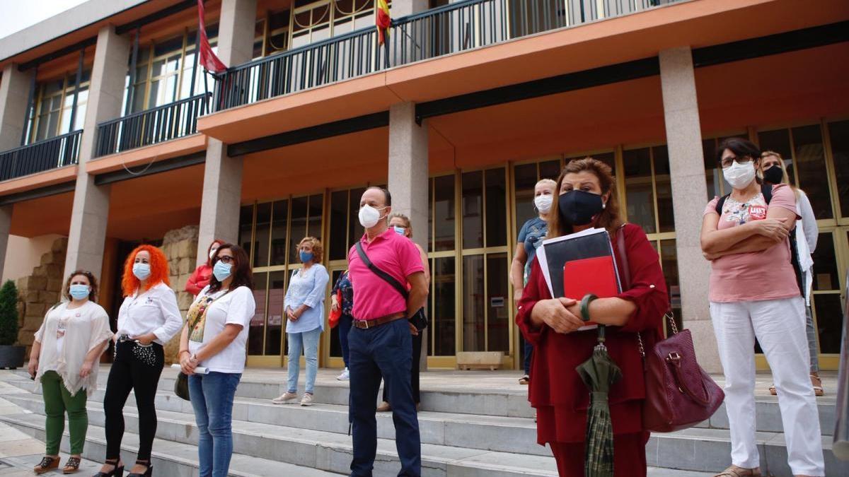 Las trabajadoras de la ayuda a domicilio exigen al Ayuntamiento material anticovid y test