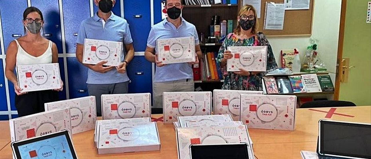 Piles dóna tauletes al col·legi   AJUNTAMENT DE PILES