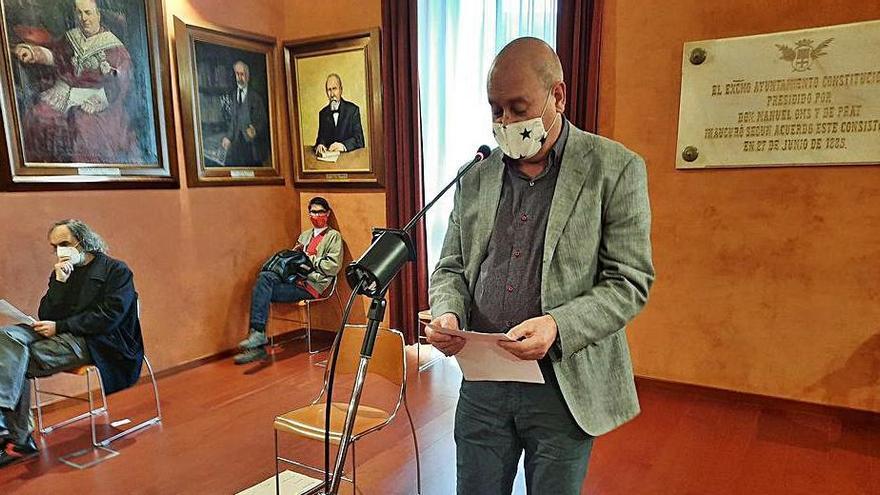 Ramon Roura parlant al ple en nom del Casal de la Gent Gran de la Font