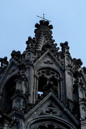 Los tres labrantes que remataron la última torre de la iglesia de Arucas