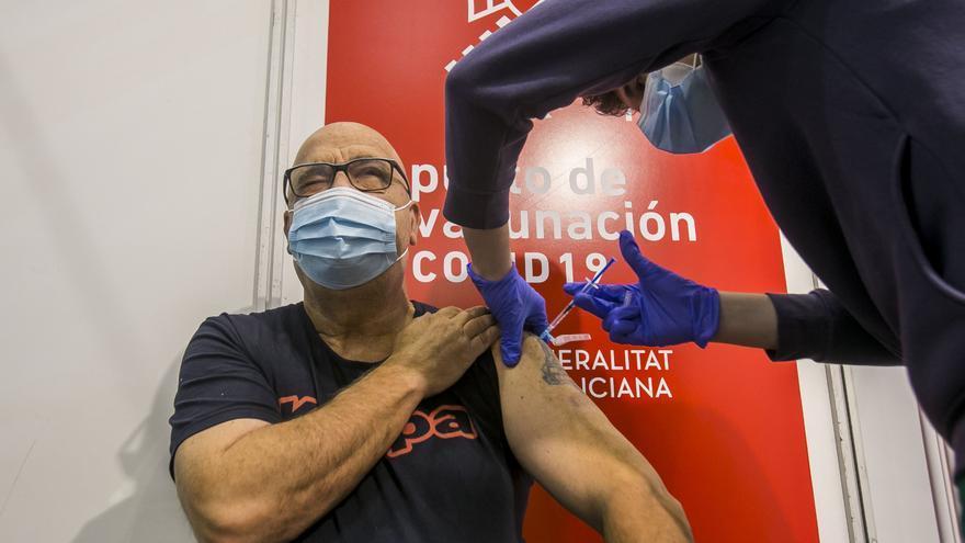 Sanidad comienza a vacunar el lunes a las personas entre 69 y 66 años