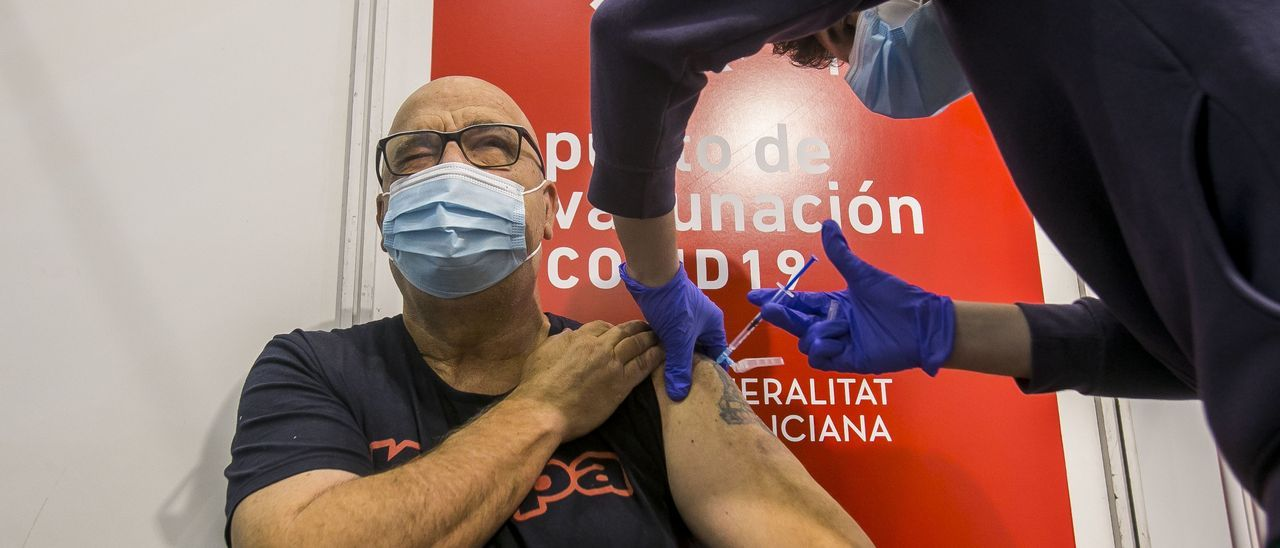 Vacunación frente al covid en las instalaciones de Ciudad de la Luz de Alicante
