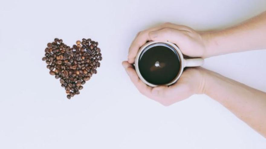 Beber más de dos tazas de café al día reduce un 44 % la mortalidad