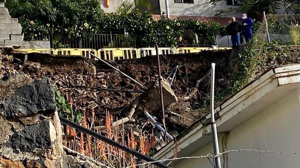 Hundimiento de la calzada en el Camino de Las Acacias, en Santa Cruz de Tenerife.