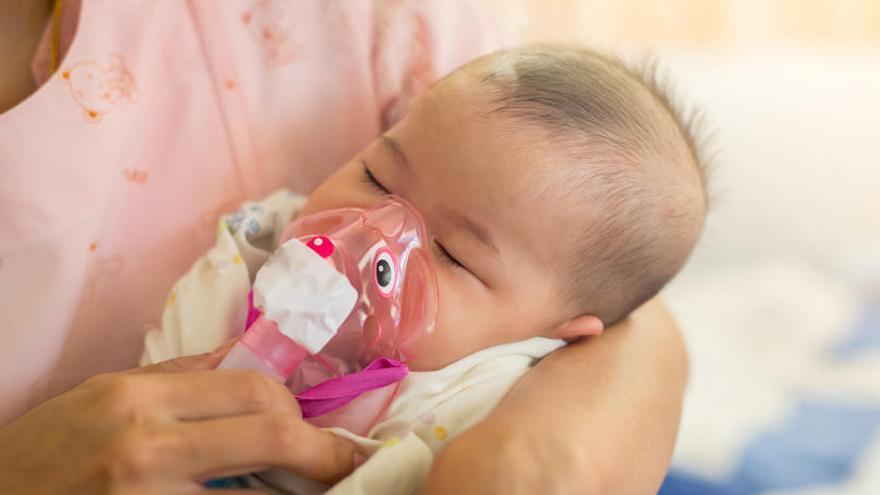 Cinco niños en la UCI por bronquiolitis y 50 más ingresados en Alicante