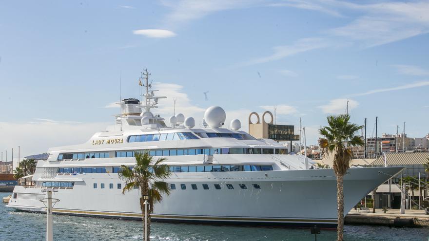 Lady Moura: el yate de las Mil y una Noches fondea en el Puerto de Alicante