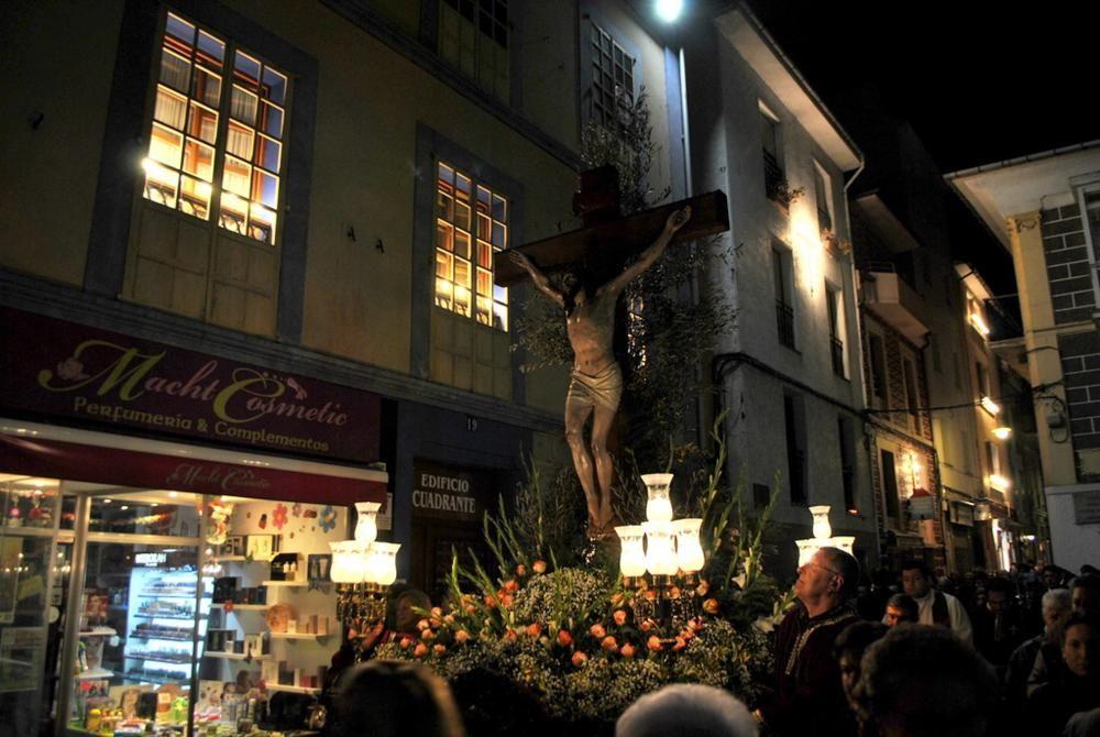Procesión del Cristo del Perdón en Luarca
