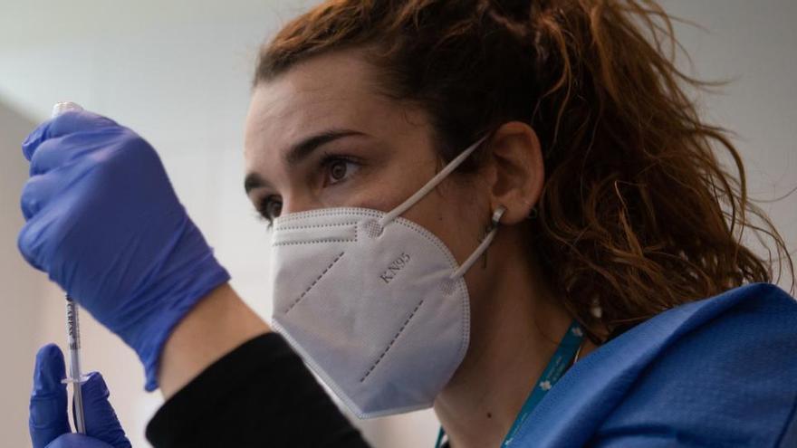 Madrid pagará 133.000 euros mensuales a Cruz Roja por ayudar a vacunar
