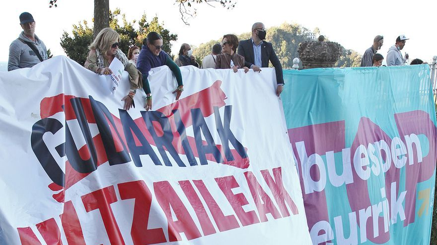 Tensión en Donosti entre miembros de Covite y los manifestantes de una marcha a favor del acercamiento de presos de ETA