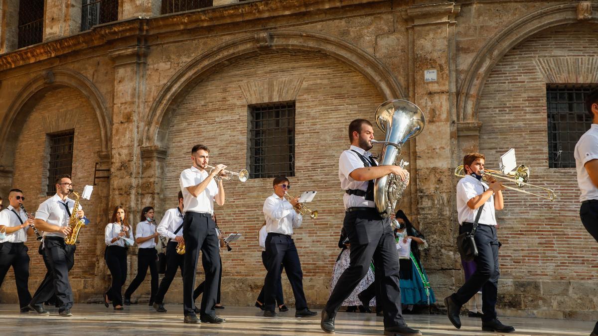 Las bandas de música vuelven a la calle con la ofrenda de las fallas de 2021