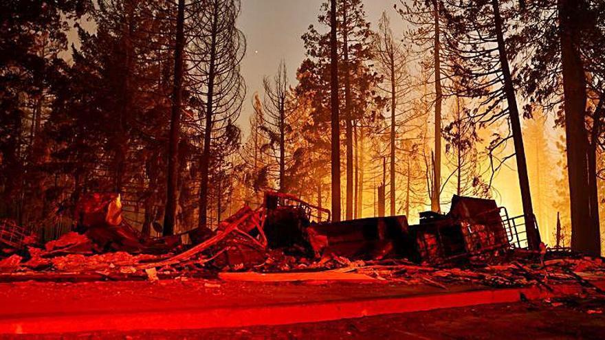 Un nou incendi a Califòrnia destrueix més de 100 edificis