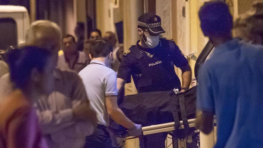 Detenido por degollar a su padre  de 60 años en su casa de Albatera