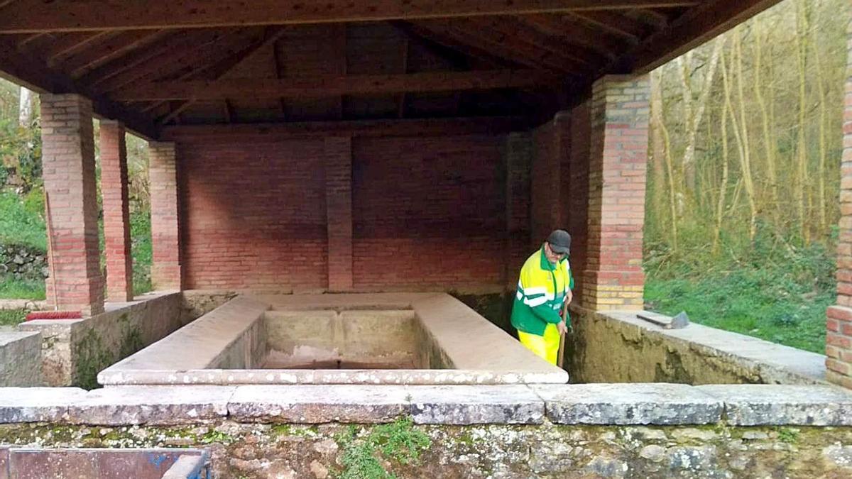 El plan de limpieza avanza en Porrúa, Ardisana y Pría (Llanes) | LNE