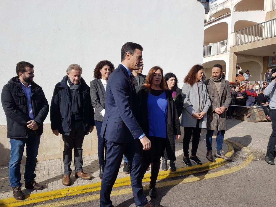 Premier Sánchez vor Ort.