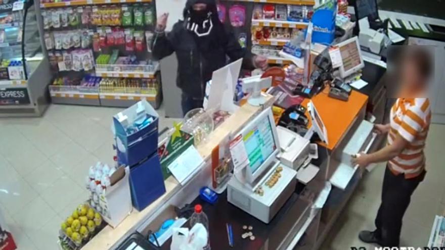 La Guardia Civil detiene en Albatera al autor de tres atracos a gasolineras de Alicante y Murcia