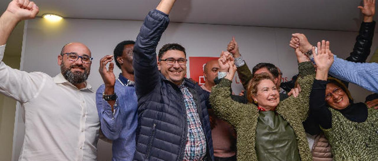 Aridany Romero, Luc André, Miguel Ángel Pérez y Francisca Luengo festejan su victoria en el PSOE capitalino.