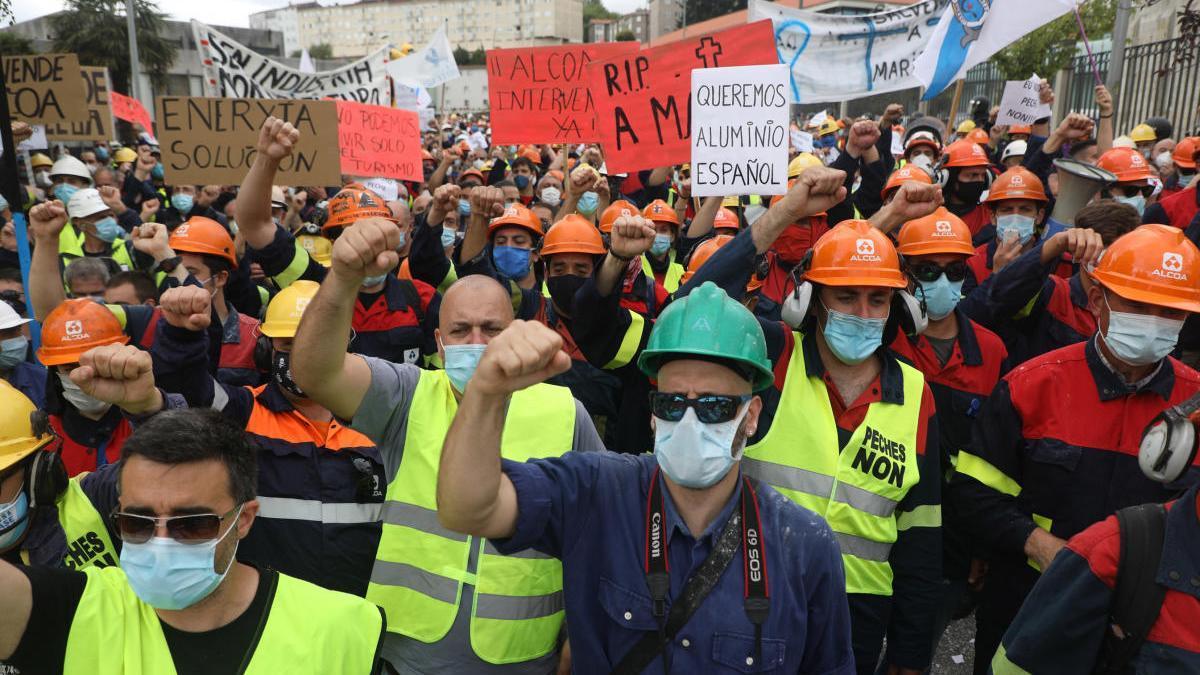 Protesta de los trabajadores de Alcoa en la sede de la Xunta, en Santiago de Compostela / Xoan Álvarez