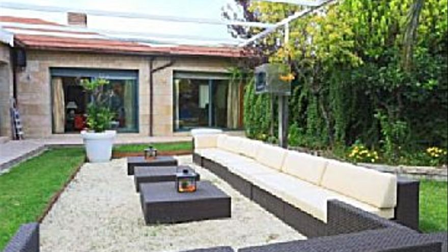 1.550.000 € Venta de casa en Miralbueno (Zaragoza) 550 m2, 5 habitaciones, 4 aseos, 2.818 €/m2...