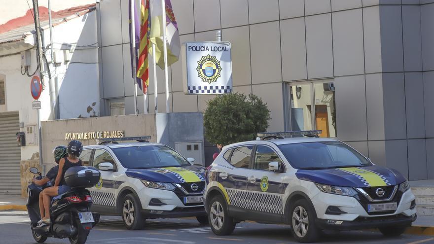 Rojales paga 2.600 euros de horas extra a un policía que estuvo teletrabajando