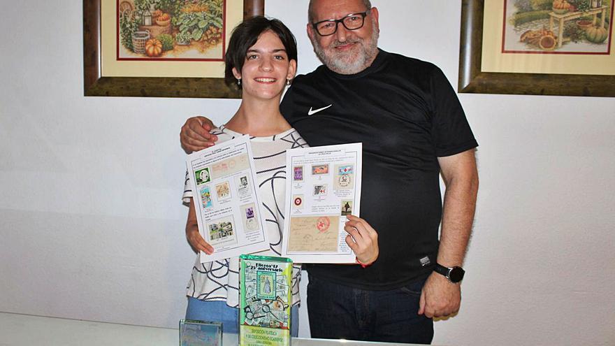 La joven coleccionista de sellos con vocación de ayudar a los demás