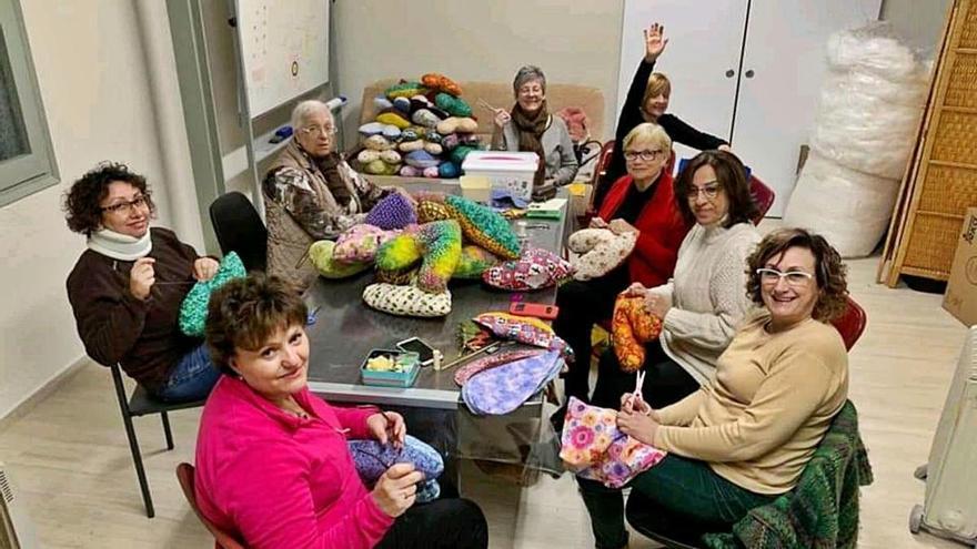 El Grup Iris entrega coixins terapèutics a Salut Empordà
