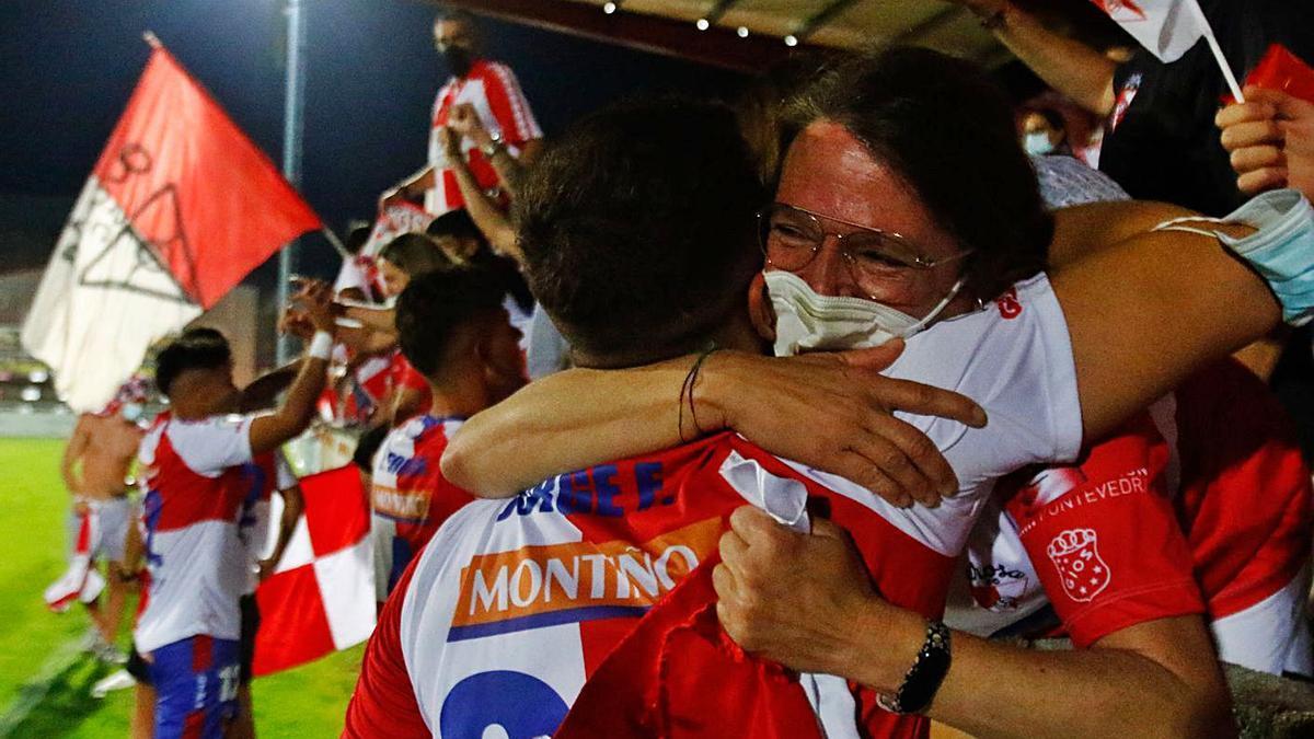 """El acta del partido ante el Estradense refleja una invasión de campo """"sin incidentes"""".    // I. ABELLA"""