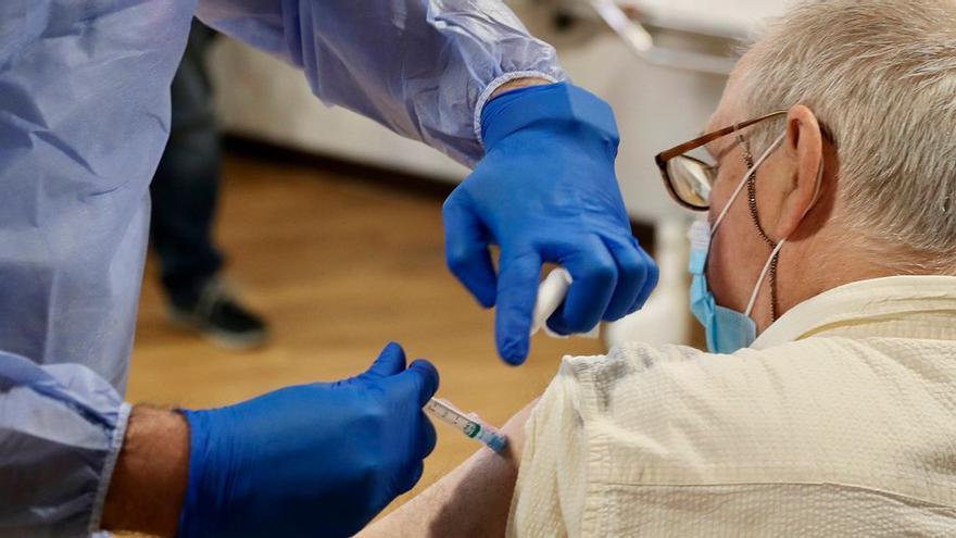 ¿Cuándo estarán vacunados la mayor parte de los asturianos? Asturias prevé cerrar marzo con 100.000 inmunizados