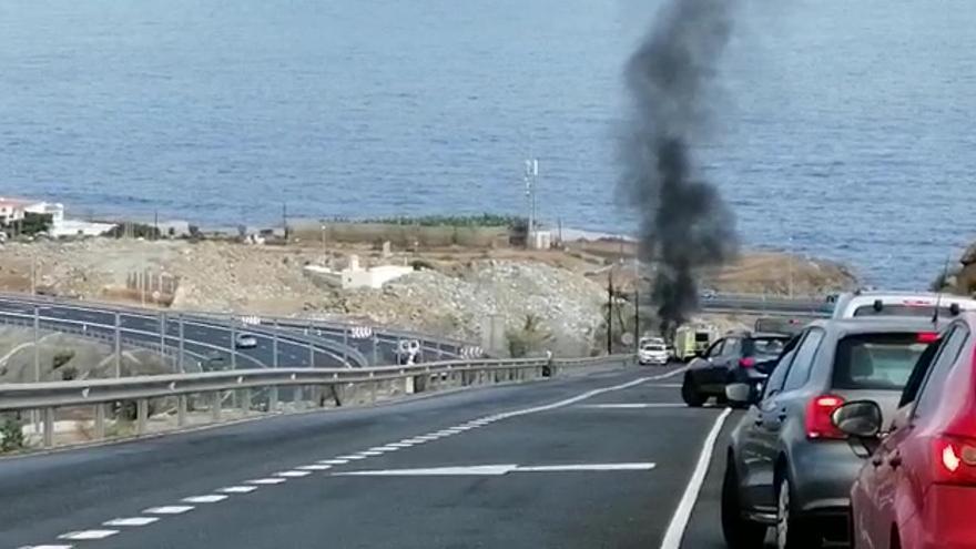 Incendio de un coche en Arucas