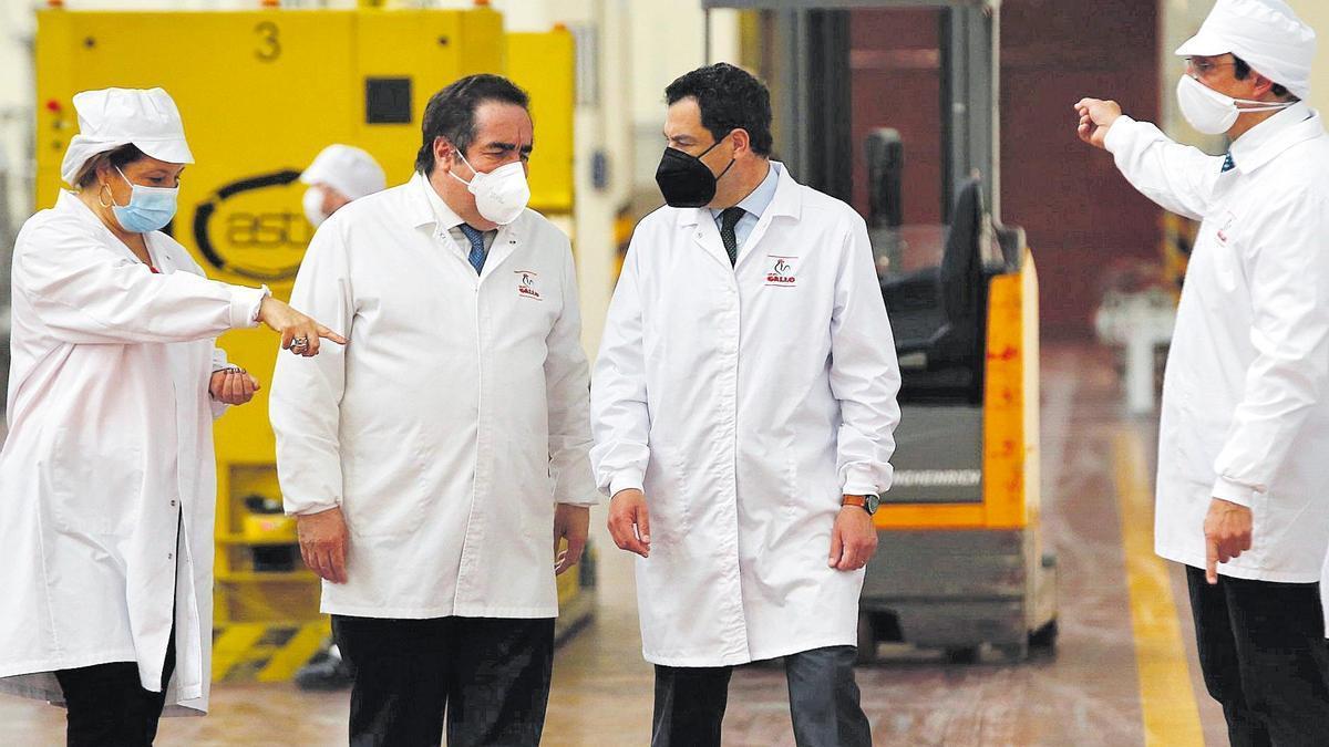 El presidente de la Junta  visitó este lunes Pastas Gallo en El Carpio.