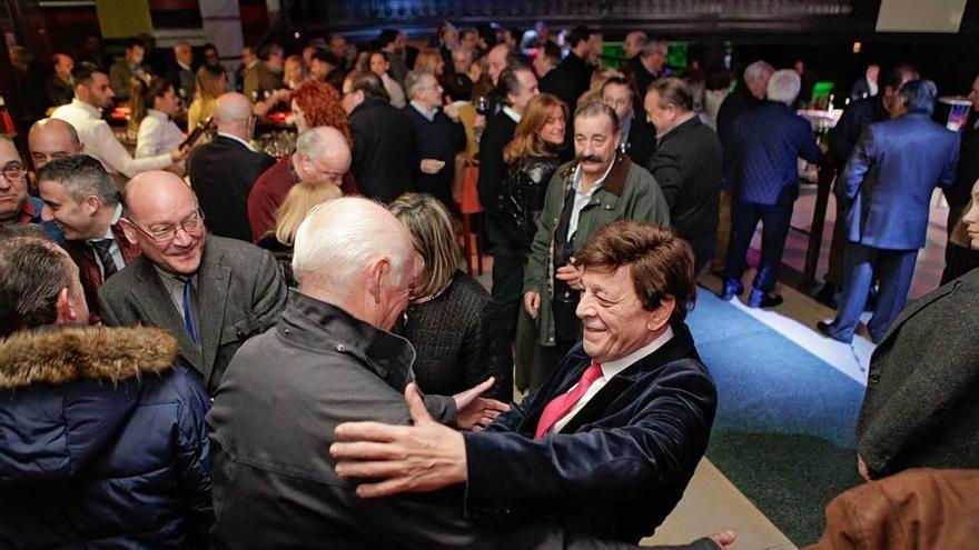 El notario Ángel Torres celebra entre amigos su jubilación