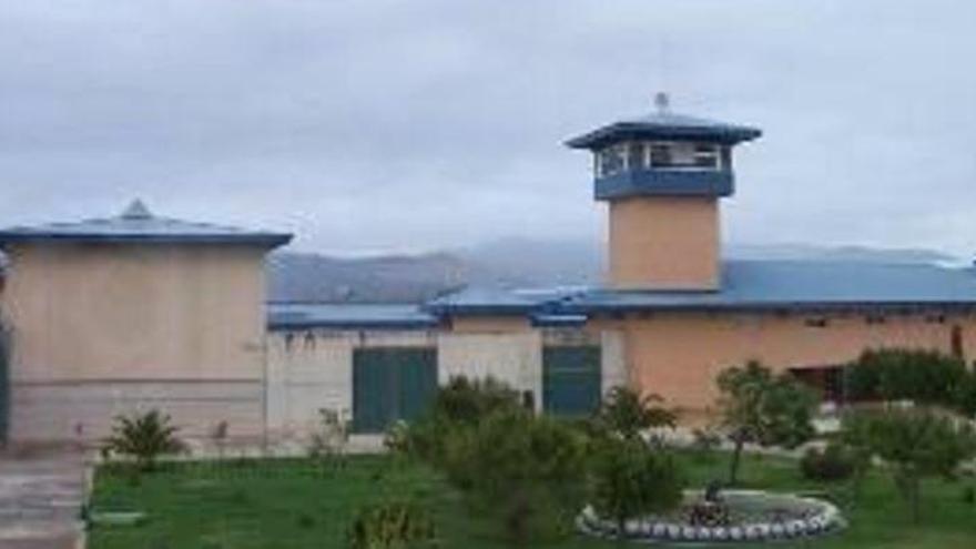 Muere un preso atragantado cuando cenaba albóndigas en la cárcel de Palma