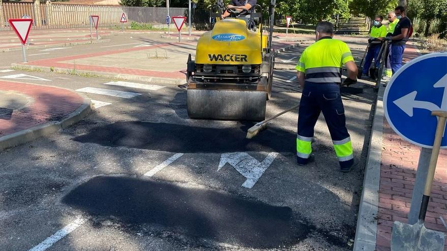 Benavente realiza trabajos de pavimentación y parcheado en el Centro de Educación Vial