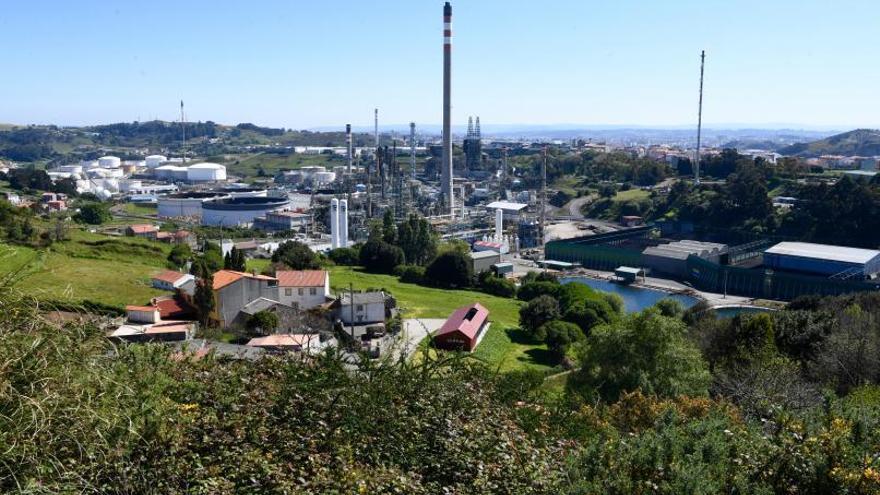 El Concello supedita un área industrial junto a la refinería a que se abra el enlace de Meicende