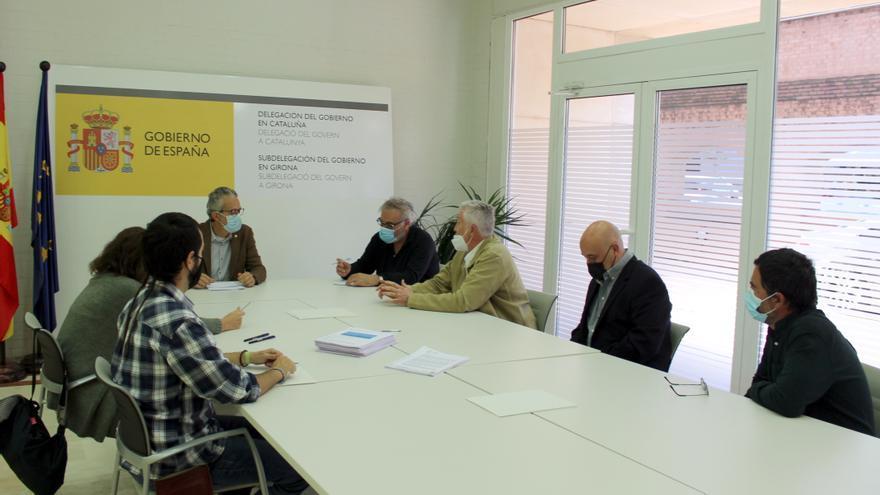 Els opositors al parc eòlic marí reben el suport de vint ajuntaments gironins i recullen més de 20.000 signatures