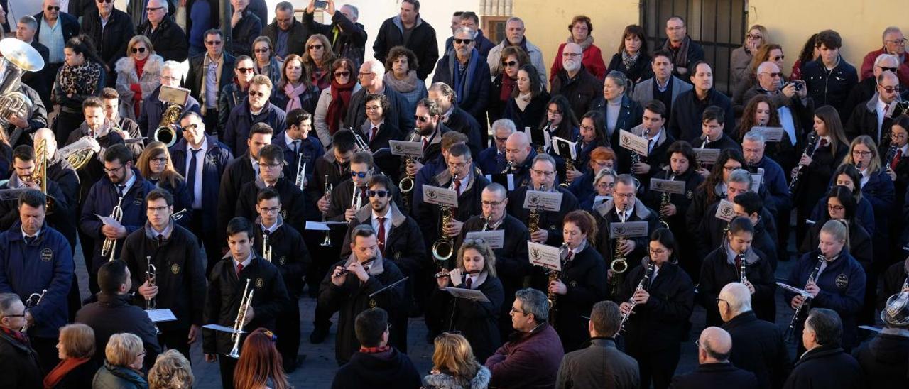 Los integrantes de la Sociedad Unión Musical y Artística de Sax en la tradicional celebración del Cabildo