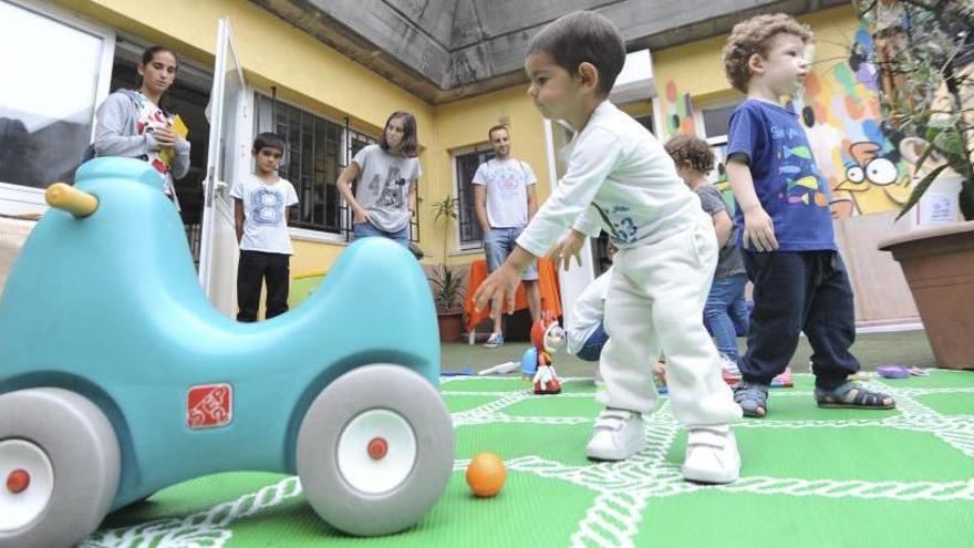 Un millar de niños de A Coruña y comarca se queda sin plaza en las escuelas Galiña Azul