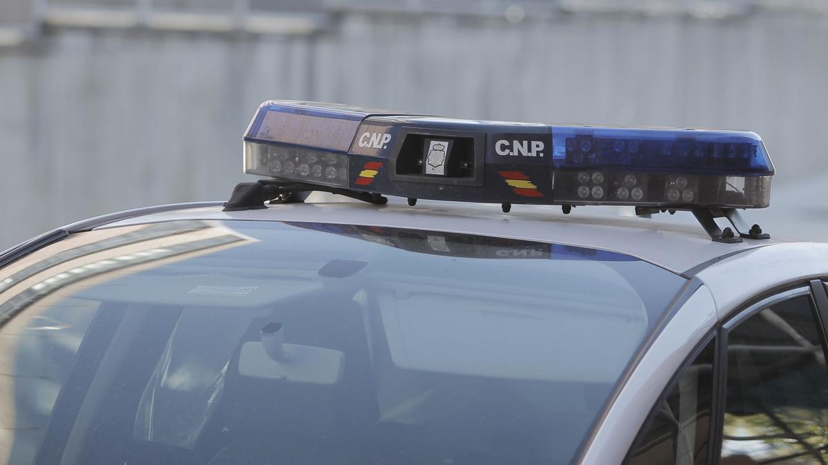 Un vehículo de la Policía Nacional en A Coruña.