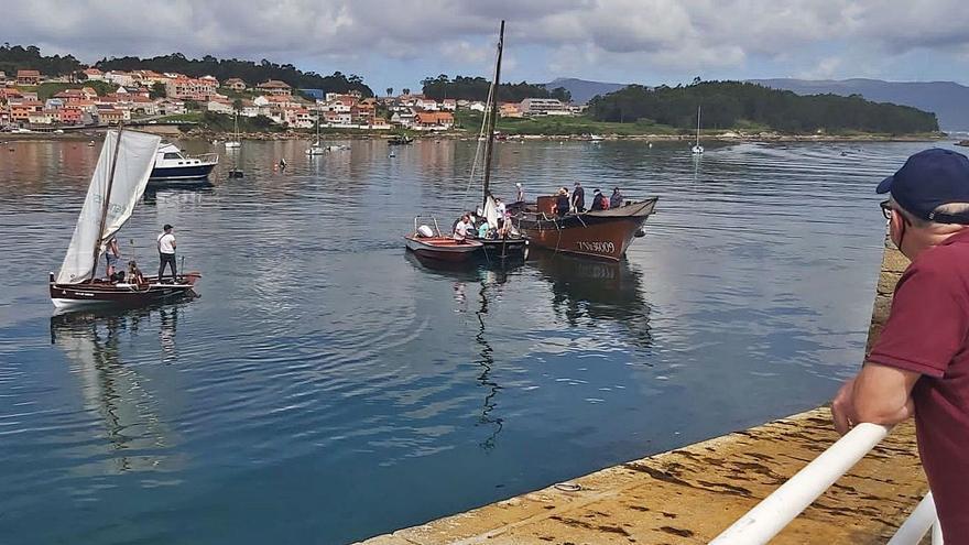 As embarcacións tradicionais voltan a surcar a ría de Arousa