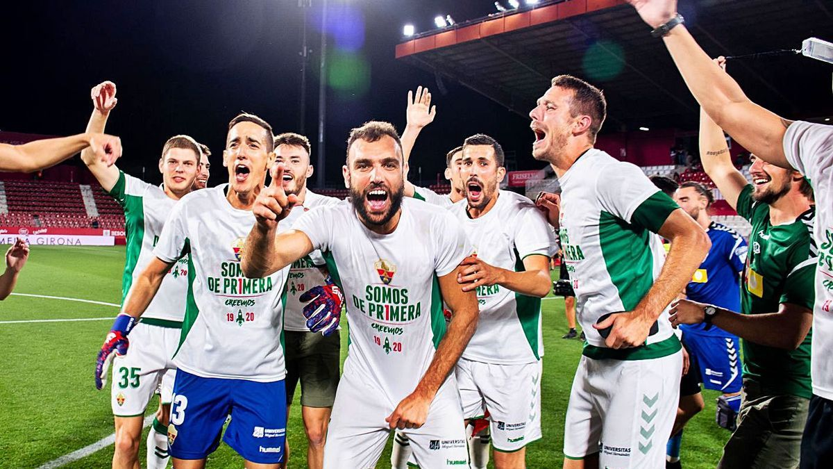 Players celebrate their promotion, among them Gonzalo Verdú and Edgar Badia, captains this year.