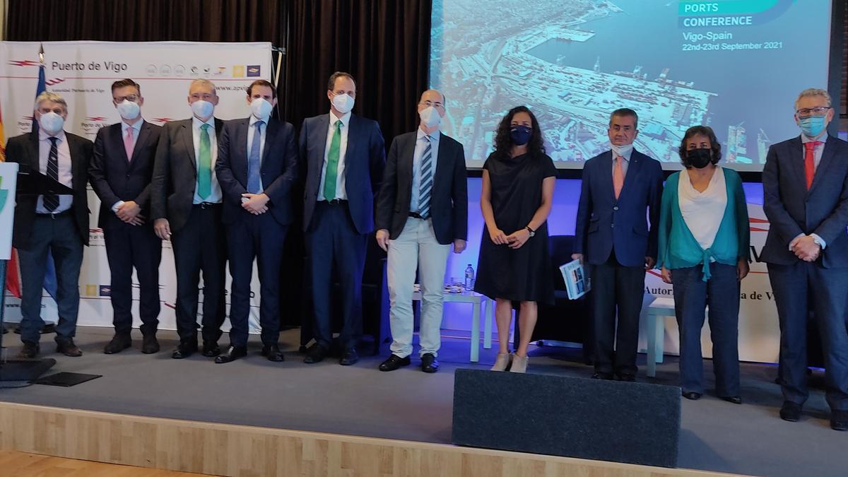 El presidente de la Autoridad Portuaria de Vigo, Jesús Vázquez Almuiña, y su homóloga en Portos de Galicia, Susana Lenguas, clausuraron esta tarde el encuentro.
