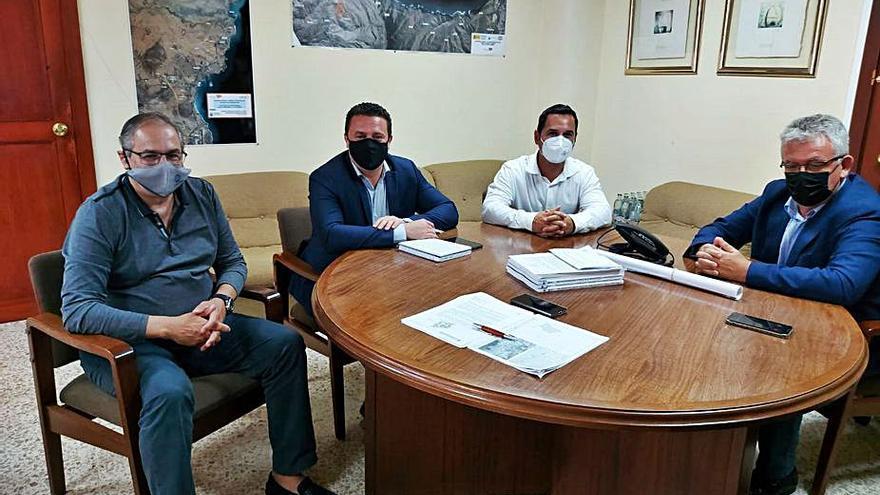 Yaiza mejora la vía de Puerto Calero por 950.000 euros y pide al Gobierno que la asuma