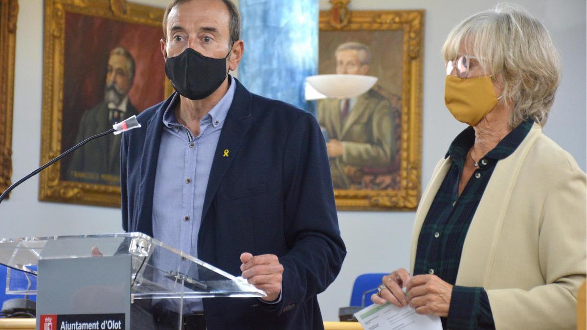 L'alcalde d'Olot, Pep Berga, i la regidora d'Hisenda, Montse Torras.