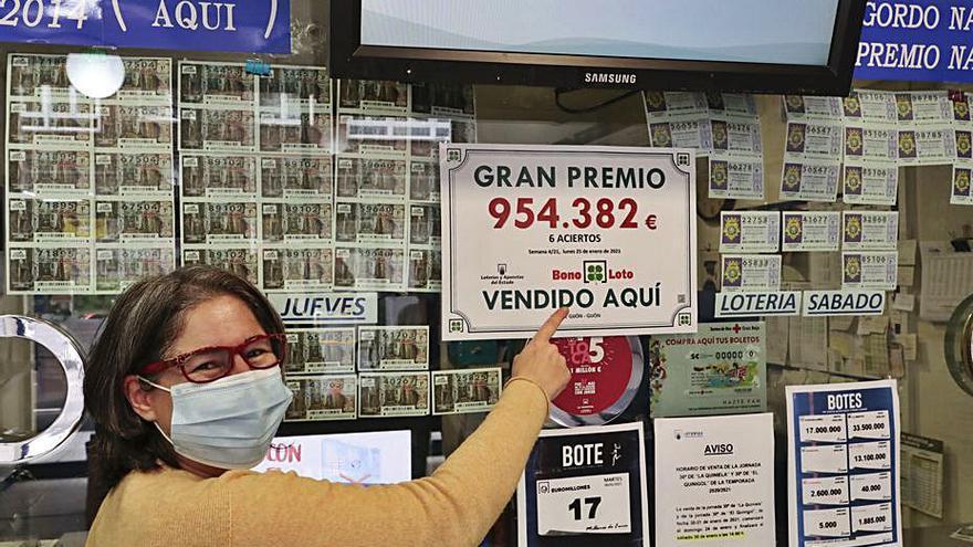 """La lotera que selló la Bonoloto de un millón de euros en Gijón: """"La alegría es mayor por la crisis actual"""""""
