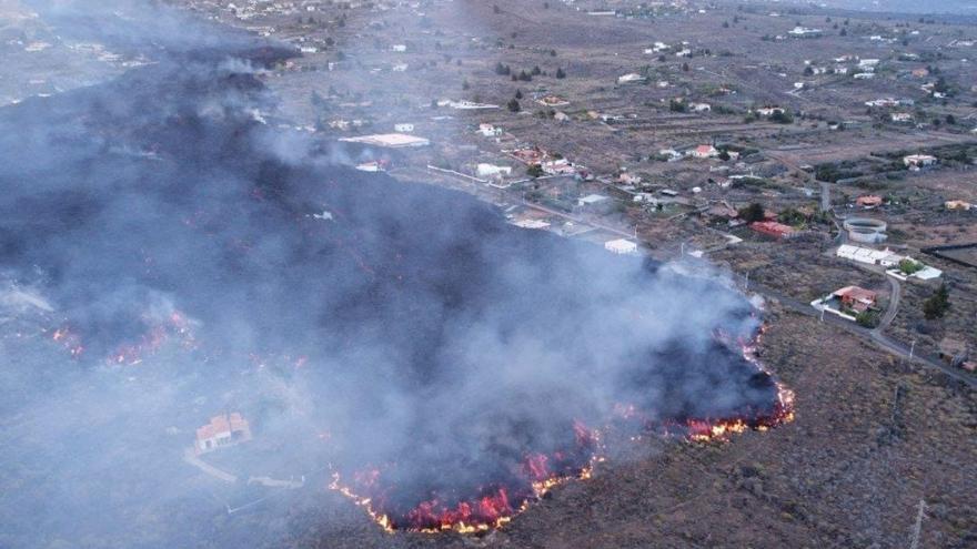La lava arrasa un centenar de viviendas en El Paso