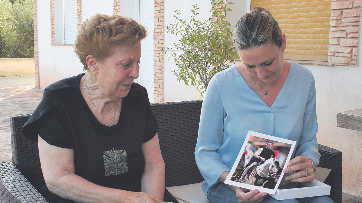 Soledad Pérez y María de las Huertas, madre y hermana de Manuel Pérez.